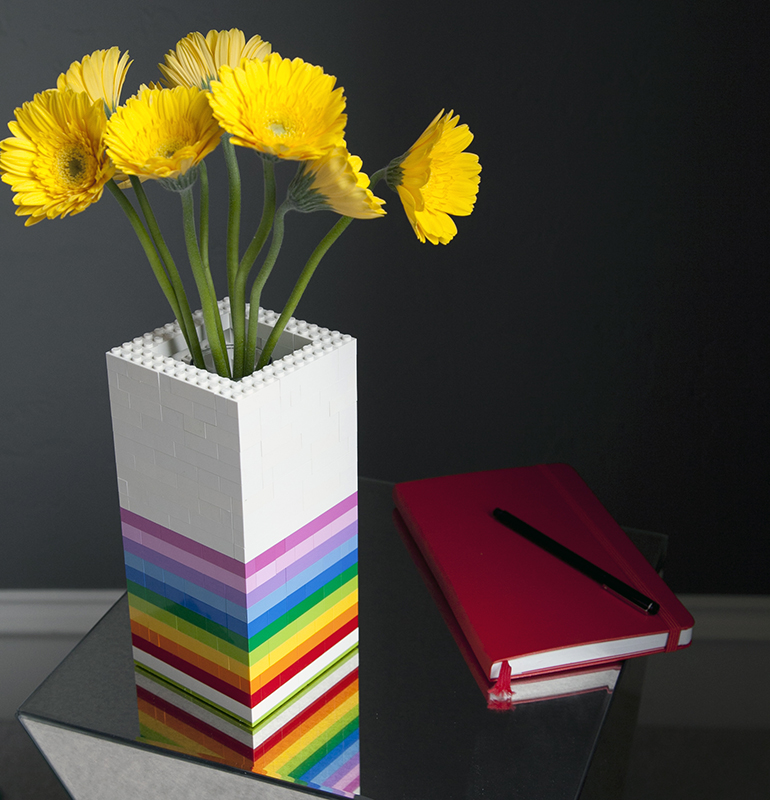 Best Gift for Mom: DIY Vase Using Lego Bricks