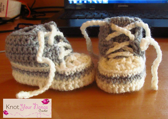 Crochet Baby Converse High top Sneaker Booties free pattern