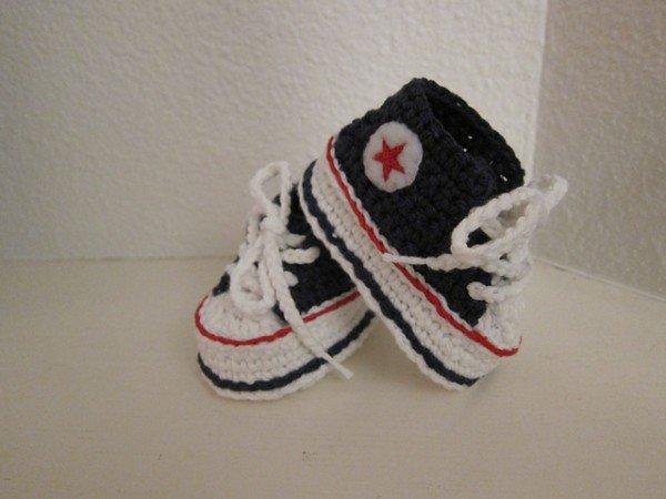 Crochet Baby Converse Sneaker Booties free pattern