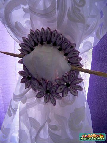 DIY-Ribbon-Flower-Curtain-Knot-from-Old-CD02.jpg