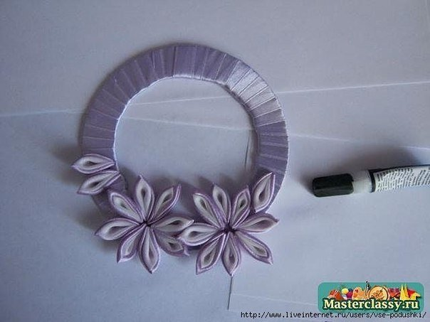 DIY-Ribbon-Flower-Curtain-Knot-from-Old-CD07.jpg