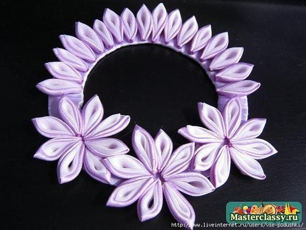 DIY-Ribbon-Flower-Curtain-Knot-from-Old-CD08.jpg