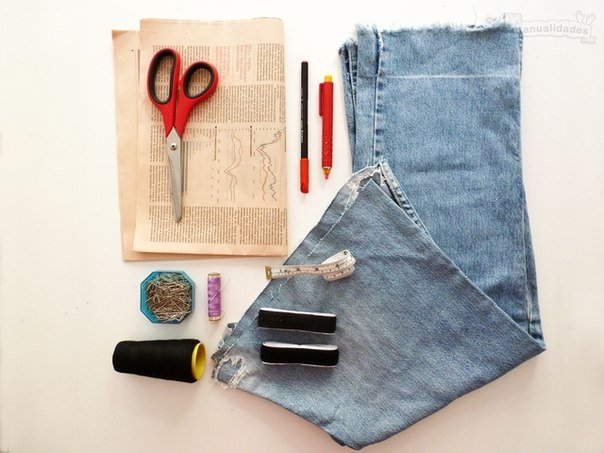 DIY-Sexy-Crop-Top-from-Old-Jean02.jpg
