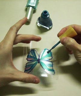 Butterfly-Made-with-Plastic-Bottles-08.jpg