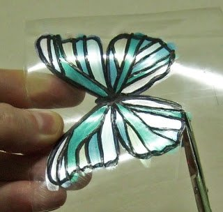 Butterfly-Made-with-Plastic-Bottles-09.jpg