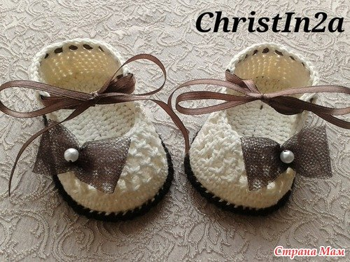 Crochet Baby Bootie with Ribbon Tie Free Pattern 1
