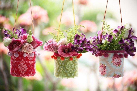 Plastic-Bottle-Vases-Party-Decor-01.jpg
