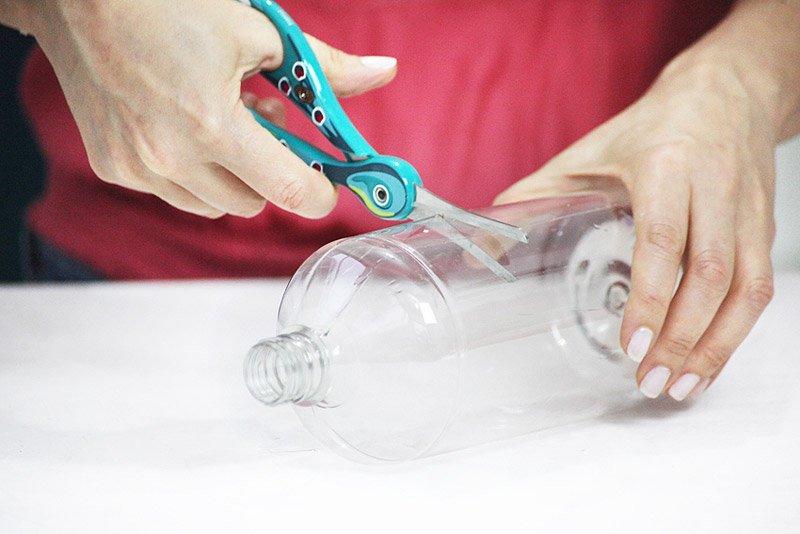 Plastic-Bottle-Vases-Party-Decor-04.jpg