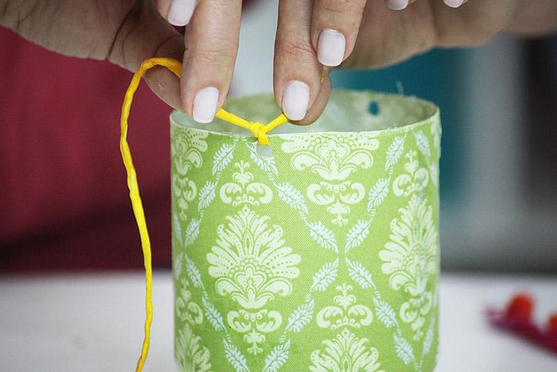 Plastic-Bottle-Vases-Party-Decor-11.jpg