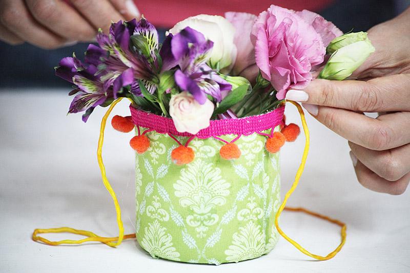 Plastic-Bottle-Vases-Party-Decor-13.jpg