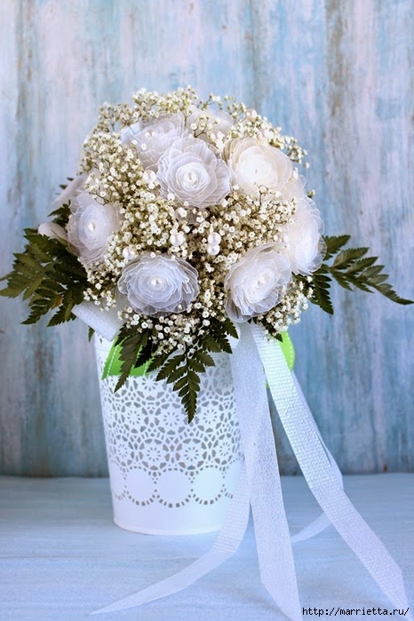 Plastic-flower-bouquet-from-egg-box01.jpg