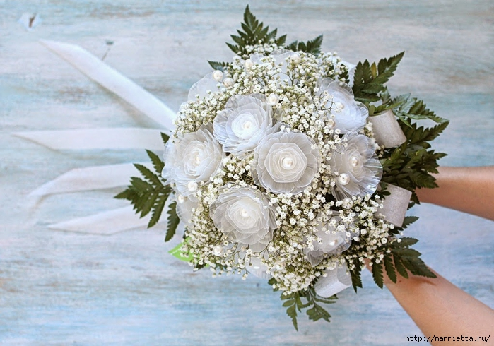 Plastic-flower-bouquet-from-egg-box02.jpg