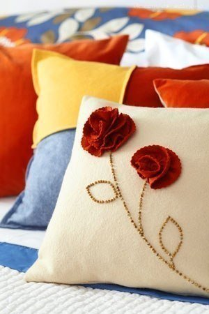 carnation-decorated-pillow01.jpg