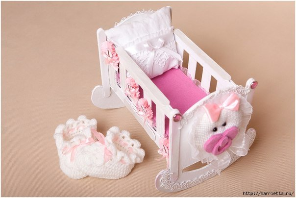 doll-crib-from-cardbard-and-popsicle-stick01.jpg