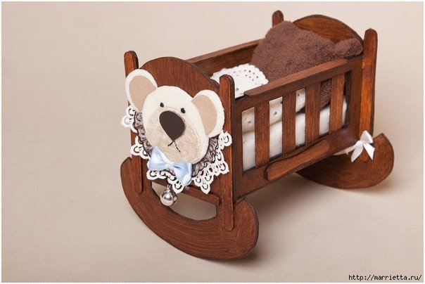 doll-crib-from-cardbard-and-popsicle-stick02.jpg