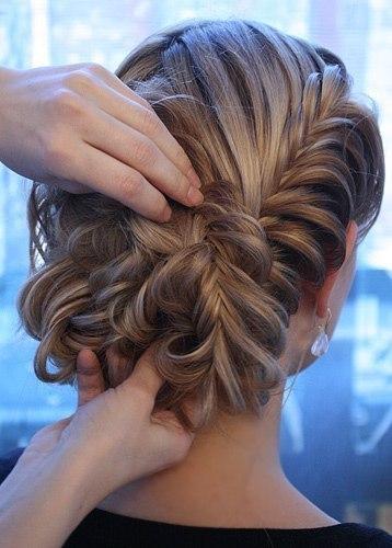фото плетение косы на средние волосы