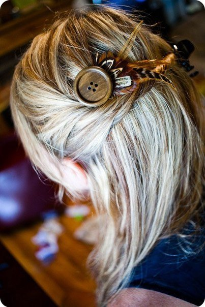 button-and-feather-hairclip01.jpg