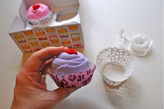 cupcake-onesies-baby-gift08.jpg
