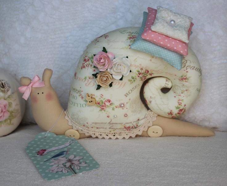 fabric-snail-pillow11.jpg