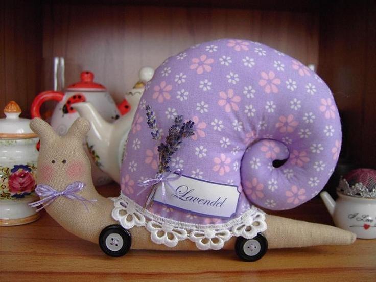 fabric-snail-pillow17.jpg