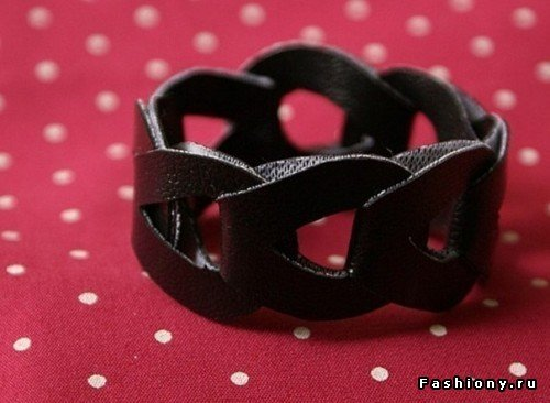 interlocking-leather-bracelet01.jpg