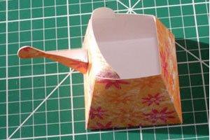 paper-watering-can-basket06.jpg