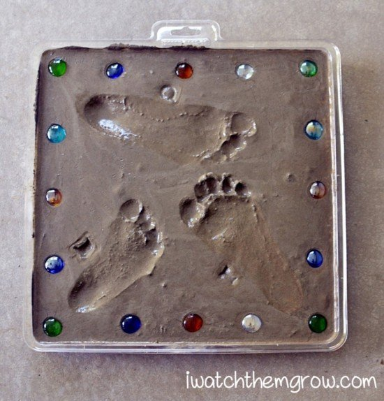 How to DIY Cute Footprint Cement Stepping Stone tutorial