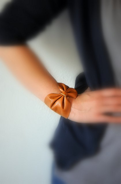 DIY-leather-bow-bracelet08.jpg