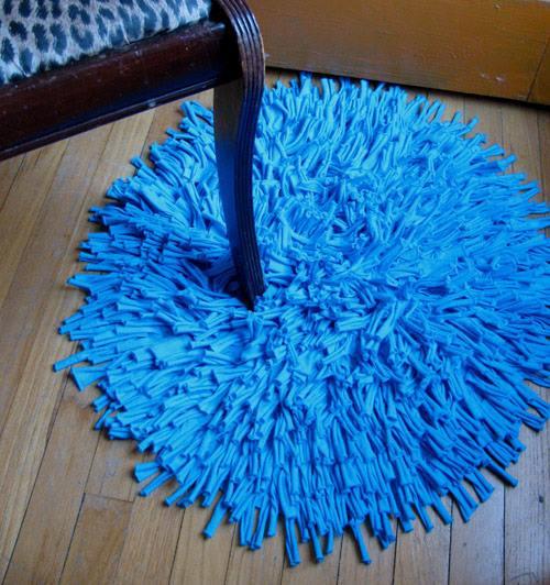Пушистые коврики своими руками из старых вещей