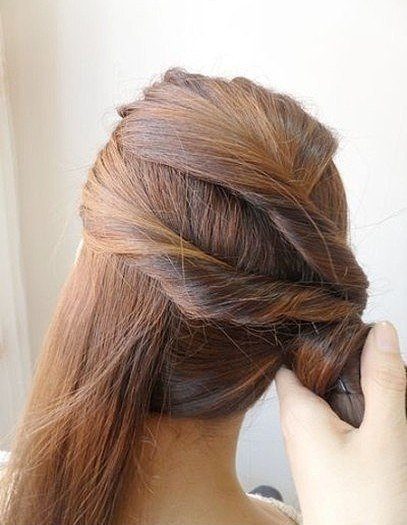 easy-twist-side-ponytail-hairstyle05.jpg