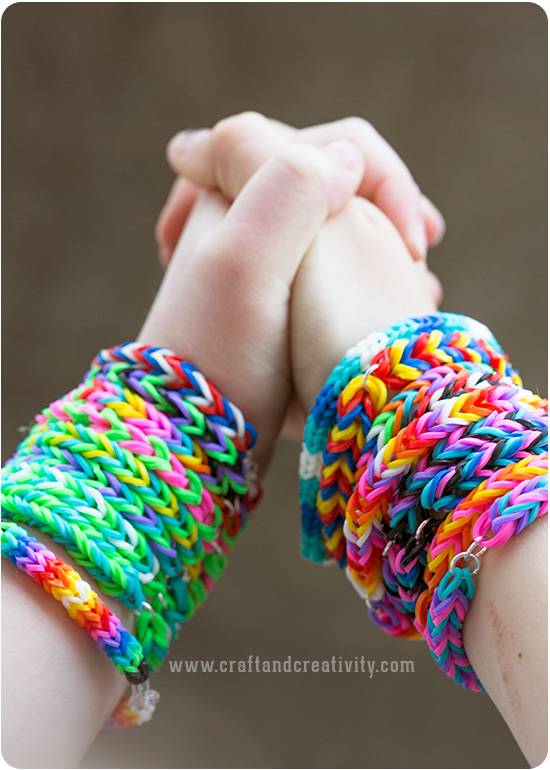 How to DIY Colorful Rubber Band Bracelet (Video)