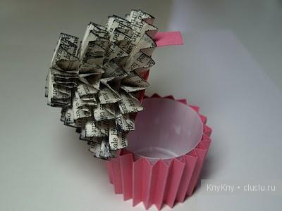 DIY-Cute-paper-cupcake-Ornament13.jpg