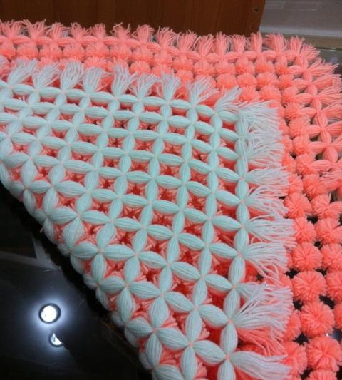 DIY-Fluffy-Pom-Pom-Blanket7.jpeg