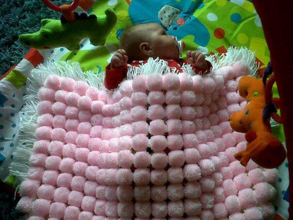 DIY-Fluffy-Pom-Pom-Blanket8.jpg