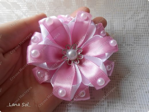 DIY-Two-tone-Ribbon-Flower08.jpg
