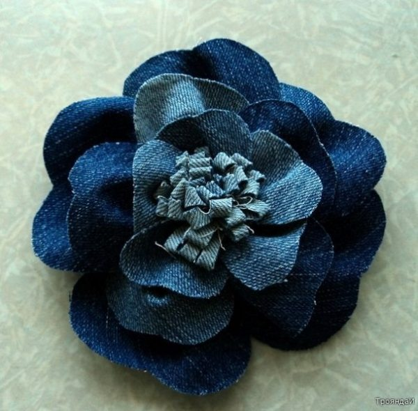 Pretty Denim Rose Flower from Old Jeans DIY Tutorial