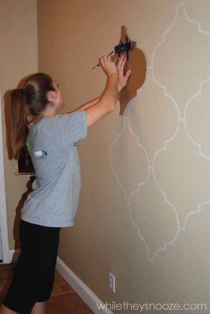 34 DIY Projects You Need To Make This Spring9 - DIY Moroccan-style wall stencil