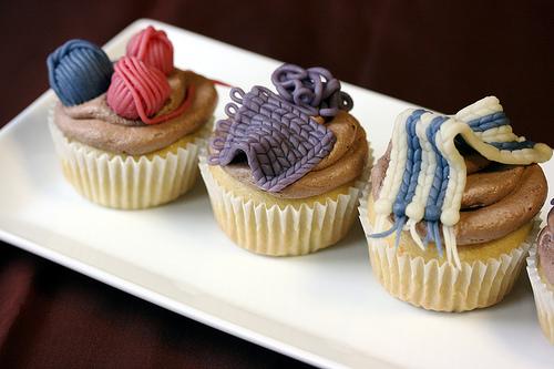 DIY Knit Nights Yarn Ball Cupcakes8