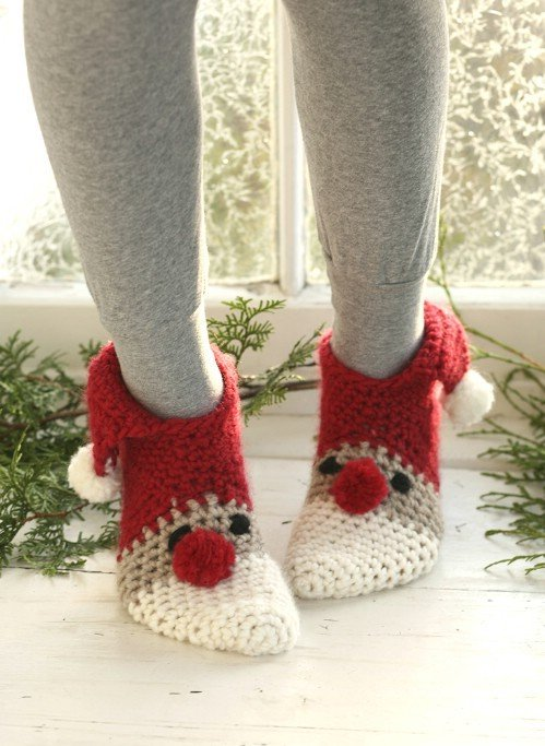 Festive Knitted Socks for Christmas Free Patterns - Sneaky Santa Free Crochet Pattern