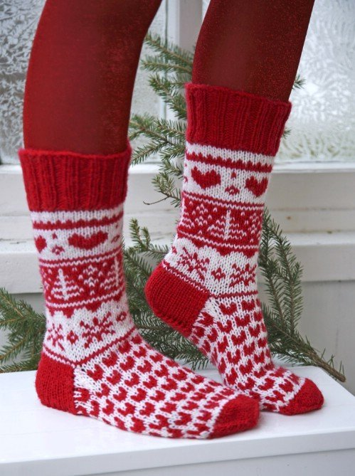 11 Festive Knitted Socks for Christmas with Free Pattern www.FabArtDIY.com