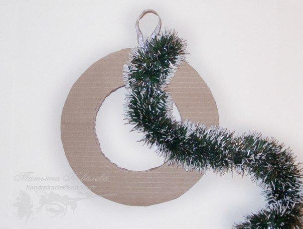 Christmas-wreath-with-chocolates2.jpg