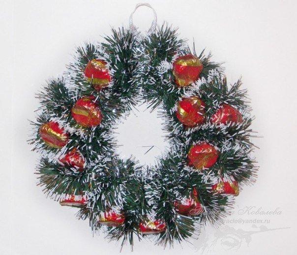 Christmas-wreath-with-chocolates4.jpg
