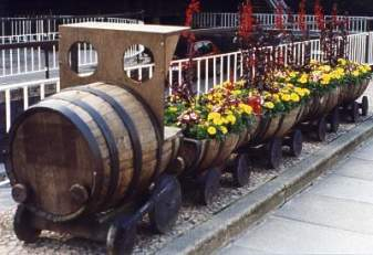 wood-train-planter4.jpg