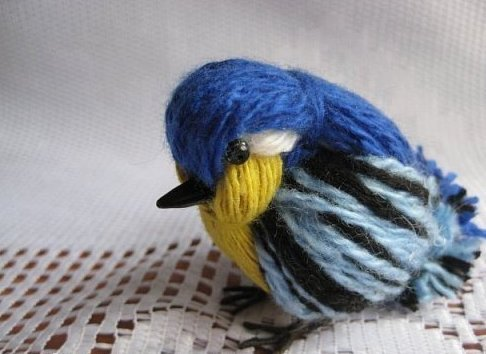 How to DIY Cute Yarn Birdie tutorial and video instruction