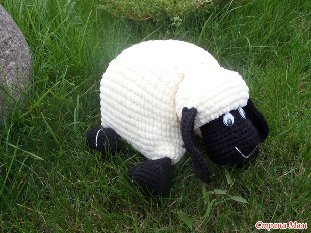 crochet-lamb-pillow0.jpg