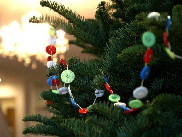 Kids Friendly Christmas Button Crafts Holiday Decorations DIY Ideas - button Christmas Wreath Garland DIY Tutorial