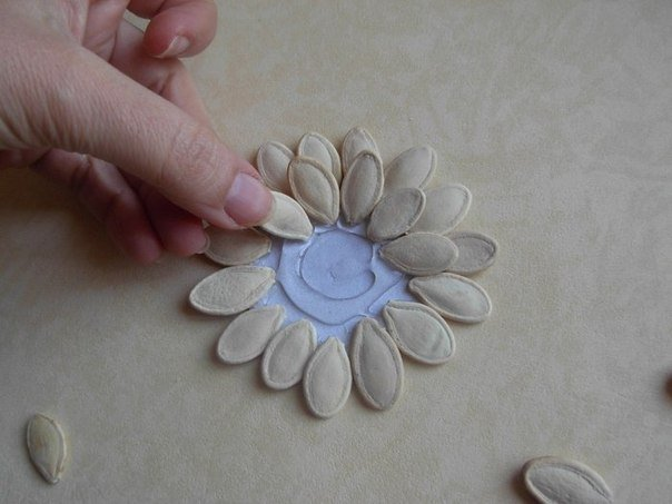 DIY-Pumpkin-Seed-Flower-Christmas-Ornament4.jpg