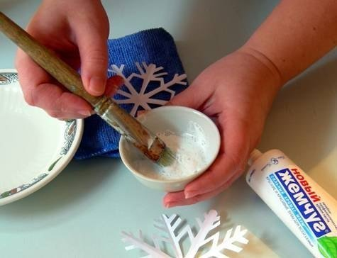 DIY Washable Snowflake Prints on Windows