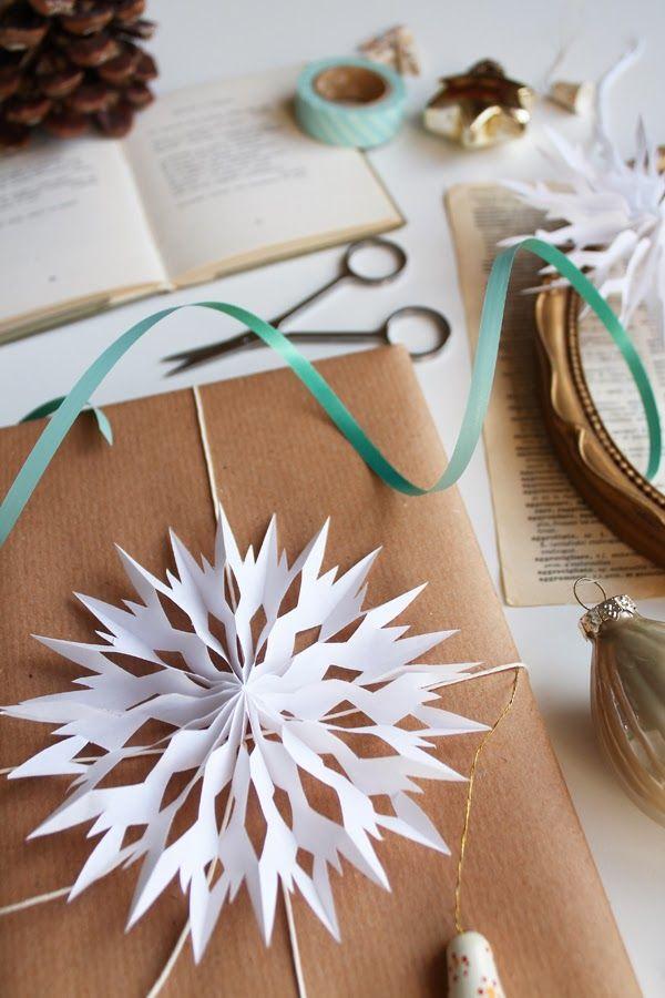 Gift Topper DIY Tutorial1paper snowflakes topper tutorial19- DIY Paper snowflakes gift topper tutorial