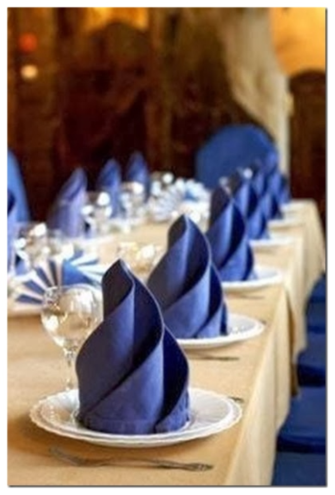 20 Best DIY Napkin Folding Tutorials for Christmas - Elegant Four Feathers Napkin Folding DIY Tutorial
